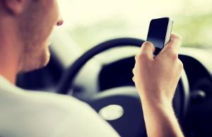 Handy am Steuer benutzen verboten – iPod erlaubt